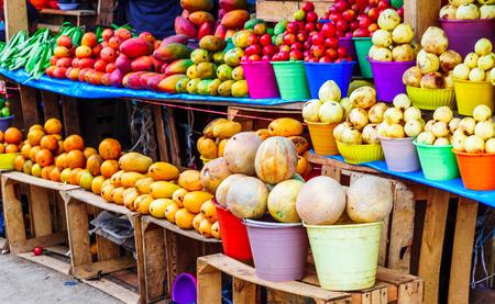 Photo pour View on fresh fruits on indigenous market in Guatemala - image libre de droit