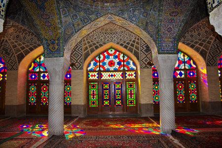 Photo pour Shiraz / Iran - 29 Sep 2012: Nasir-ol-molk Mosque in Shiraz, Iran - image libre de droit