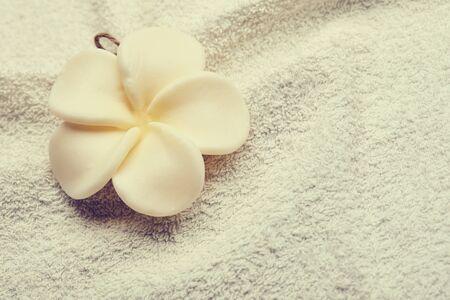 Photo pour Flower on Towel - image libre de droit