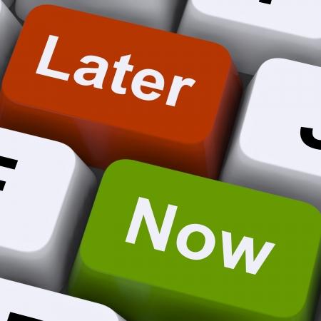 Photo pour Now Or Later Keys Showing Delay Deadlines And Urgency - image libre de droit