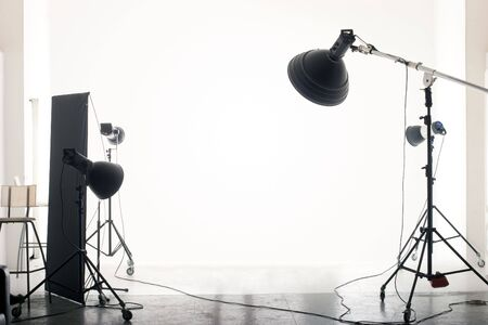 Photo pour Photo of an empty photographic studio with modern lighting equipment. Empty space for your text or objects. - image libre de droit