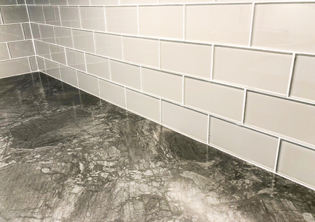 Foto de Grey countertop with white tile backsplash plased horizontaly in stretcher bond,can be used as floor tile or wall tile - Imagen libre de derechos
