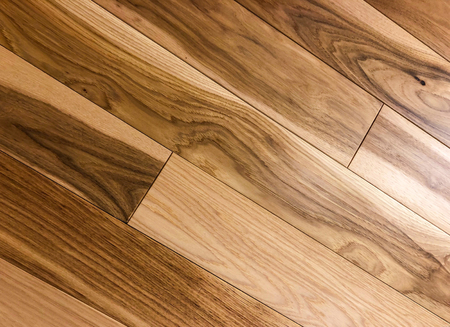 Photo pour Modern looking red and white oak newly installed on diagonal staggered pattern. Remodeling concept - image libre de droit