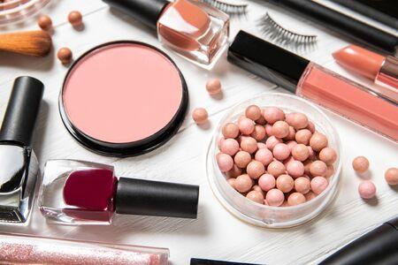 Photo pour Set of decorative cosmetics on a light background. - image libre de droit