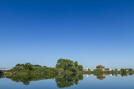 Foto per Lago in toscana con riflesso in giornata nitida - Immagine Royalty Free