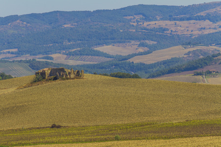 Foto per Abandoned ruin in the Tuscan countryside - Immagine Royalty Free