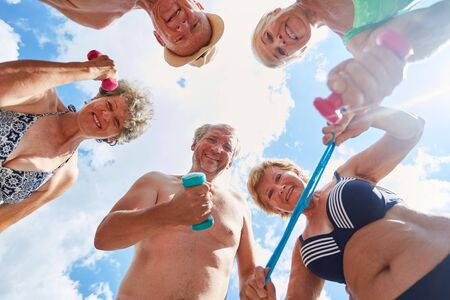 Photo pour Vital seniors in summer vacations enjoy fitness and exercise together - image libre de droit