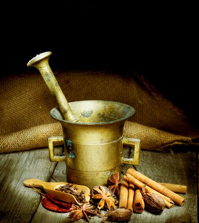 Photo pour Spices and Mortar isolated on black.Vintage styled - image libre de droit