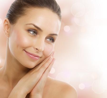 Photo pour Beautiful Healthy Woman. Perfect Healthy skin - image libre de droit