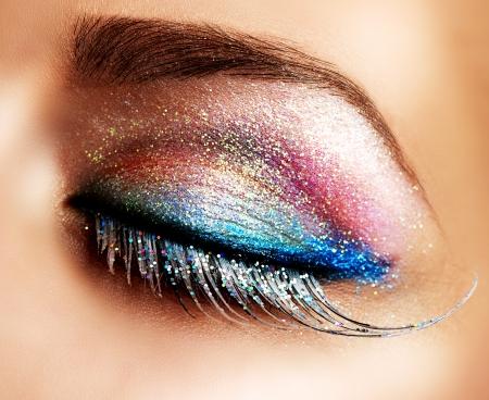 Beautiful Eyes Holiday Make-up  False Lashes