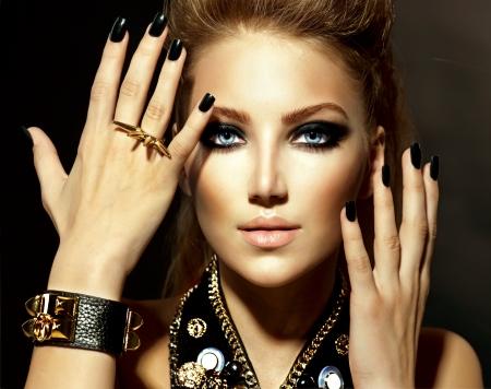 Foto de Fashion Rocker Style Model Girl Portrait  - Imagen libre de derechos