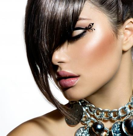 Foto de Fashion Glamour Beauty Girl With Stylish Hairstyle and Makeup  - Imagen libre de derechos