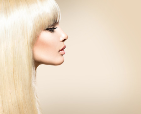 Photo pour Blond Hair. Blonde beauty girl with long smooth shiny hair - image libre de droit