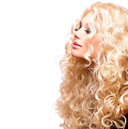 Photo pour Beauty Girl With Healthy Long Curly Hair. Blonde Woman Portrait - image libre de droit