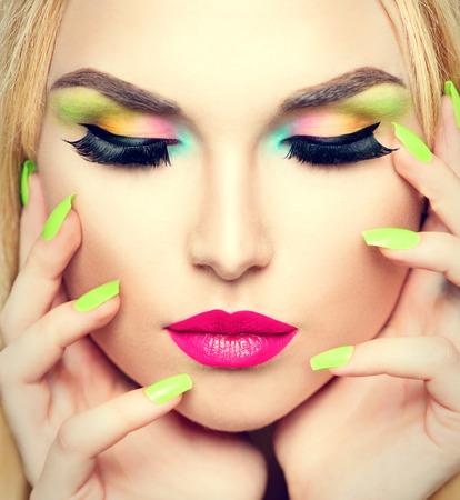 Photo pour Beauty woman portrait with vivid makeup and colorful nail polish - image libre de droit