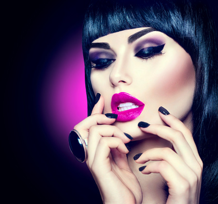 Photo pour High fashion model girl portrait with trendy fringe hairstyle, makeup and manicure - image libre de droit