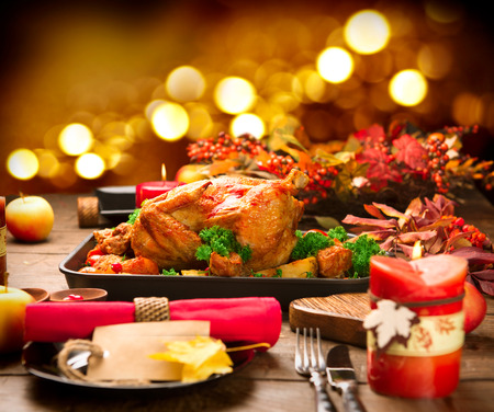Photo pour Christmas Dinner. Roasted turkey garnished with potato, vegetables and cranberries - image libre de droit