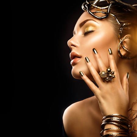 Photo pour Beauty fashion woman with golden makeup, accessories and nails - image libre de droit