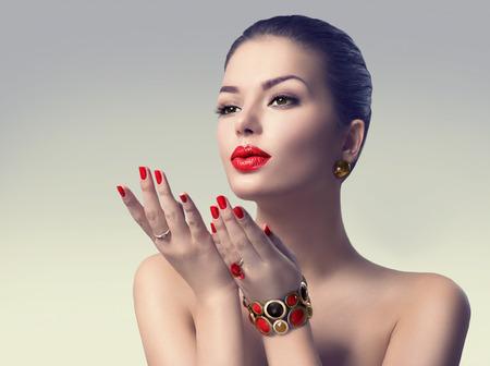 Photo pour Beauty sexy girl showing copyspace on the open hand - image libre de droit
