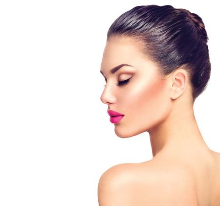 Photo pour Beautiful brunette woman profile portrait isolated on white - image libre de droit