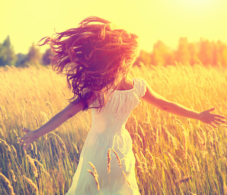 Photo pour Beauty girl with long healthy blowing hair running on the field - image libre de droit