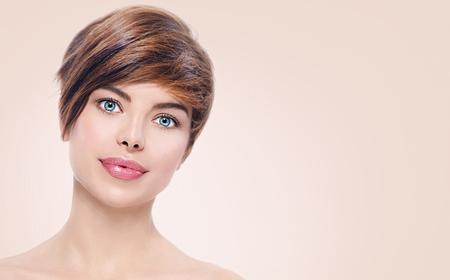 Photo pour Beautiful young spa woman with short hair portrait - image libre de droit