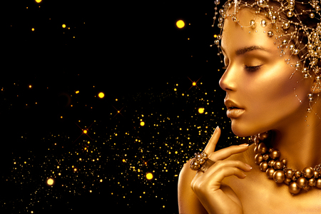 Foto de Beauty fashion model girl with golden skin, makeup and hairstyle - Imagen libre de derechos