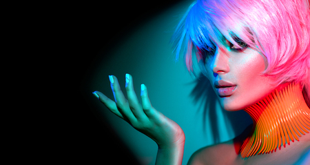Photo pour Fashion model woman in colorful bright lights, portrait of beautiful party girl with trendy makeup, manicure and haircut - image libre de droit
