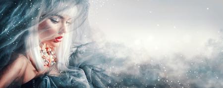 Foto de Beauty woman portrait. Winter makeup and hairstyle - Imagen libre de derechos
