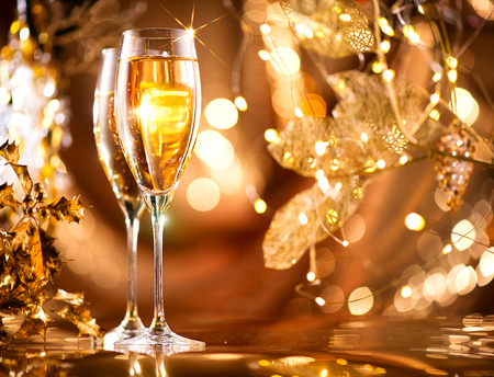 Foto de Christmas celebration. Flutes with sparkling champagne over holiday glowing background - Imagen libre de derechos