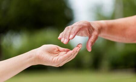 Photo pour The helping hands for elderly home care outdoors - image libre de droit