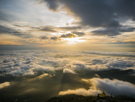 Foto de Beautiful Sunrise Sky with Sea of the mist of fog in the morning on Khao Luang mountain in Ramkhamhaeng National Park,Sukhothai province Thailand - Imagen libre de derechos