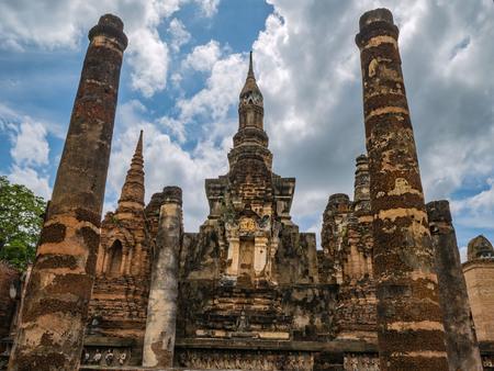 Photo pour Wat mahathat Temple Area in sukhothai historical park - image libre de droit