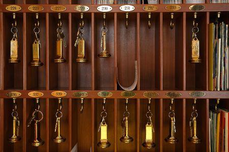 Photo pour Vintage hotel front desk key rack. Focus on the top row of keys. - image libre de droit