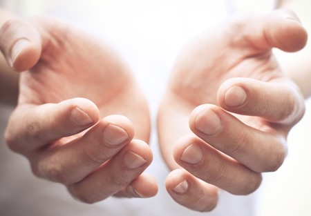 Foto de Male hands as if holding something. Focus on finger-tips - Imagen libre de derechos