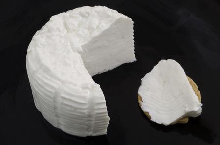 Photo pour Fresh cheese and bread over black dish. - image libre de droit