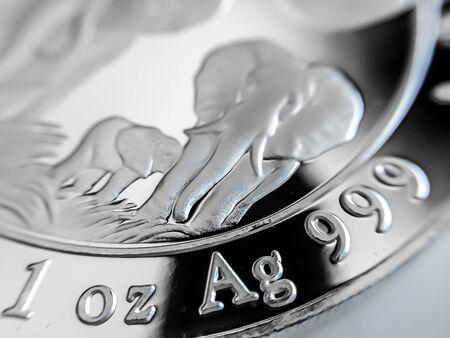 Photo pour Macro Close up of a 999% Silver Bullion Coin as Money - image libre de droit