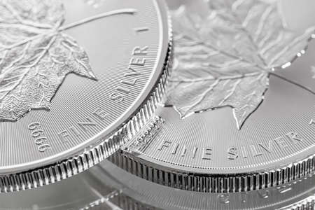 Photo pour Cape Town, South Africa - August 17, 2019:  Illustrative Editorial image of Macro Close up of a 9999 Silver Canadian Maple Leaf Bullion Coin - image libre de droit