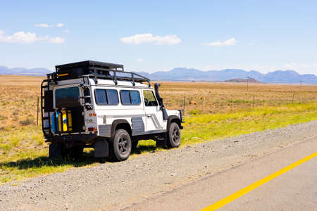 Photo pour Karoo, South Africa - March 17 2019: Old Land Rover Defender parked beside a national highway in the countryside of South Africa - image libre de droit