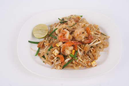 Photo pour shrimp pad thai on white background - image libre de droit