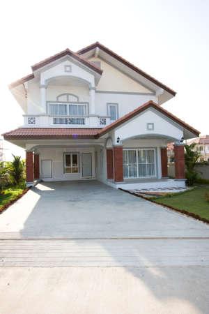 Foto de New detached house with garage - Imagen libre de derechos