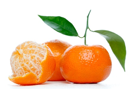Photo pour Tangerines with leaves isolated over white - image libre de droit