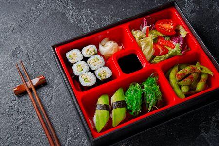Photo pour Japanese style lunch bento box with various vegeterian healthy food - image libre de droit