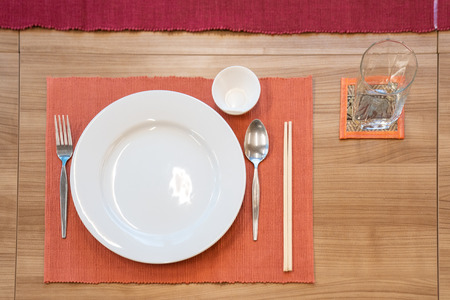 Photo pour japanese modern applied dining room style with eastern dish, fork, spoon, napkin and glass on the table. - image libre de droit