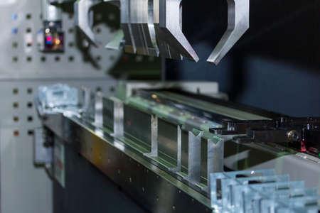 Photo pour semi Automatic bending machine for industrial - image libre de droit