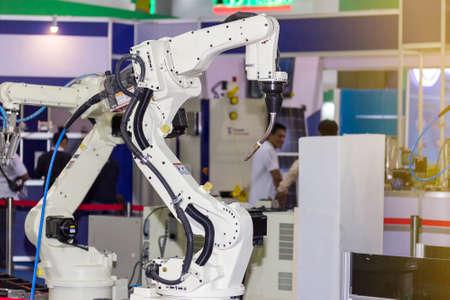Photo pour high technology and precision industrial mic welding robot arm for manufacturing process - image libre de droit