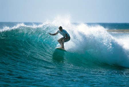 Photo pour surfing Makaha on Oahu Hawaii - image libre de droit