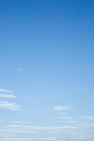 Photo pour white cloud on clear blue sky background - image libre de droit