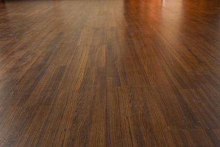 Photo pour brown wood laminate floor varnish in modern home - image libre de droit