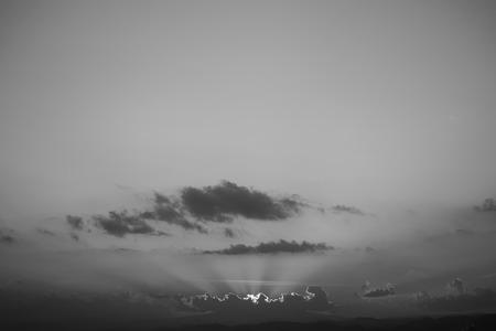 Photo pour image black and white monochome, light rays of sun in sky - image libre de droit